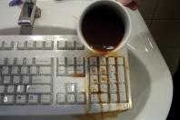 Cherry-Tastatur mit Tastaturschutz, dunkle Flüssigkeit